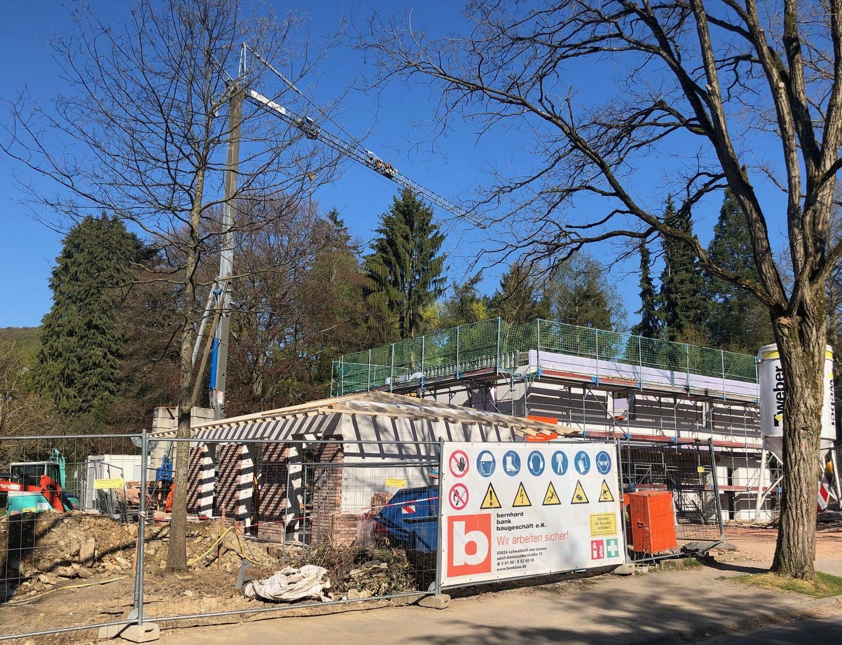 Neubau Villa mit Nebengebäuden in Königstein im Taunus